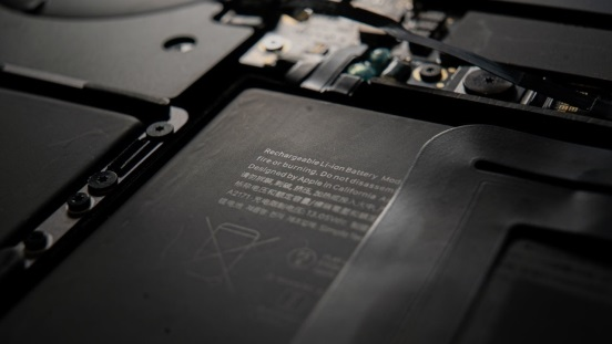 日本科学家开发新技术解决锂电池最大问题:1700 次充放电后依然保持 95% 容量