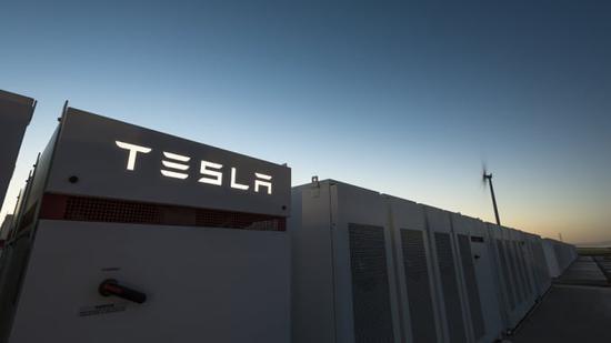 """报告:特斯拉在电池成本方面的 """"显著优势""""将延续至 2030 年"""